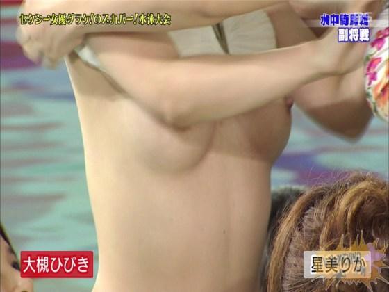 【お宝エロ画像】女優だらけのスカパー水泳大会!乳首映りまくりでもはや笑うしかないww(水中騎馬戦編) 41