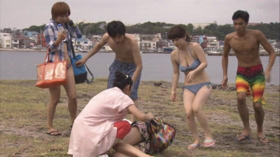 【水着キャプ画像】この時期テレビ局は水着美女のオッパイで視聴率上げまくるww 18