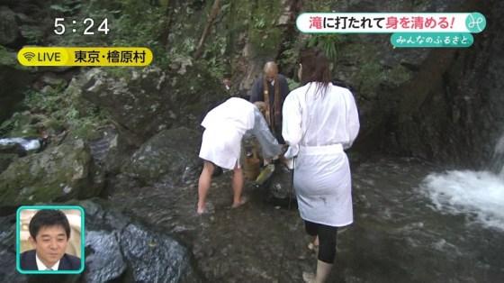 【お尻キャプ画像】ピタパンすぎてパンツラインまで浮き出ちゃってる女性タレント達のお尻がエロすぎww 04