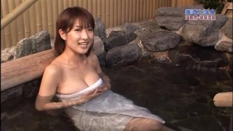 【温泉キャプ画像】安定の視聴率を誇る温泉レポ!そのわけはやっぱりオッパイ??ww 14