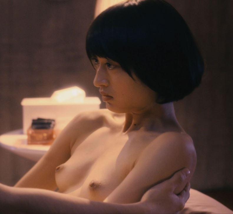 【濡れ場キャプ画像】あの大物女優も過去には乳首さらけ出してアヘ顔全開で濡れ場を演じてたとわ!! 11