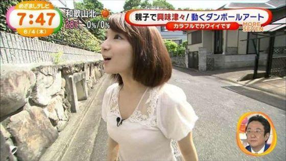 【透けブラキャプ画像】暑いからってそんな薄着してたらテレビなのにブラジャー透けて見えちゃってますよw 04