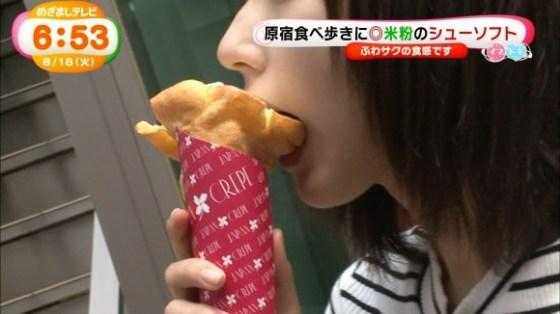 【放送事故画像】フェラ顔満開でやらしくテレビで食事する女達! 06