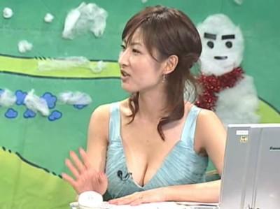 【胸ちらキャプ画像】思わず上から覗き込みたくなるようなタレント達の胸ちらがエロいww 18