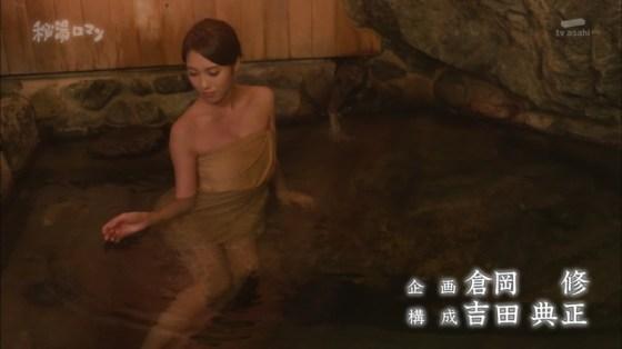 【温泉キャプ画像】温泉レポートでまたバスタオルがめくれ上がりおマンコ見えちゃうハプニング発生ww 16