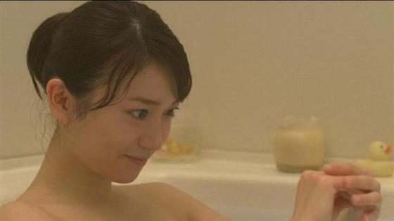 【温泉キャプ画像】温泉レポートでまたバスタオルがめくれ上がりおマンコ見えちゃうハプニング発生ww 22