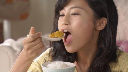 【擬似フェラキャプ画像】この食べ方と言い表情と言い完全に狙ってますよね?ww 16