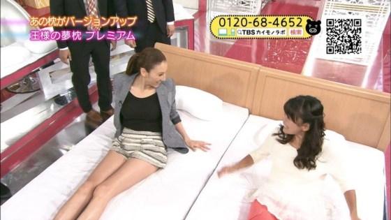 【太ももキャプ画像】やっぱり綺麗な脚の女の子が足露出してたら目を奪われるなw 16