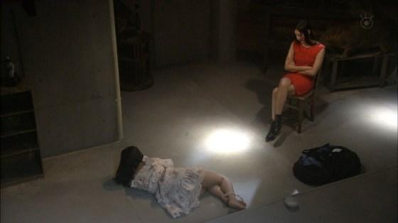 【太ももキャプ画像】やっぱり綺麗な脚の女の子が足露出してたら目を奪われるなw 20