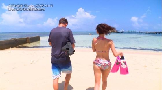 【お尻キャプ画像】テレビで水着からはみ出してる尻肉がめちゃシコww 05