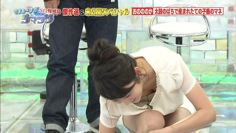 【胸ちらキャプ画像】最近の女子アナってすぐ前屈みになってオッパイ見せてくれると思わない?ww 09