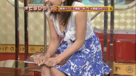 【胸ちらキャプ画像】最近のテレビではオッパイは見せる物だと考えてるタレント達ww 09