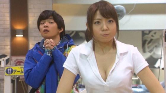【胸ちらキャプ画像】最近のテレビではオッパイは見せる物だと考えてるタレント達ww 13