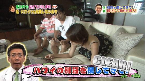 【胸ちらキャプ画像】胸元ユルユルですぐにオッパイ見えちゃってるタレント達! 20