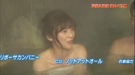 【温泉キャプ画像】ポロリ率高めな温泉レポ!巨乳はみ出し過ぎて乳輪見えそうww 23
