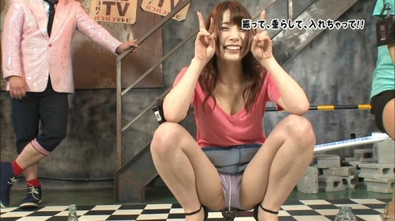 【開脚キャプ画像】テレビなのにおマンコクパーして股間アップで撮られちゃってるよww