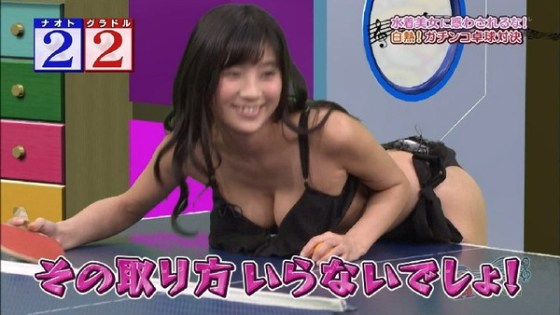 【放送事故画像】やたらテレビで谷間をちらつかせる女達はいったいどうされたいの? 10