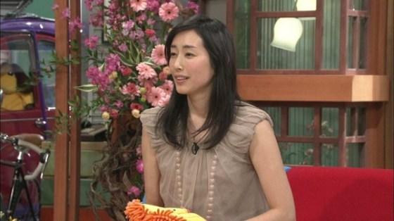【放送事故画像】じんわり染みになっちゃった脇の汗がテレビに映っちゃった女性達www 05