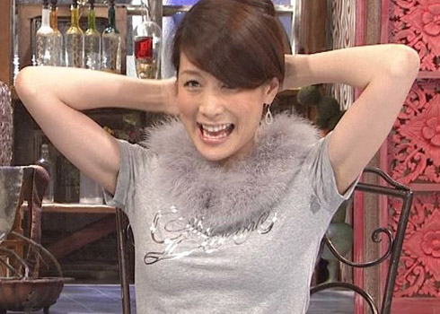 【放送事故画像】じんわり染みになっちゃった脇の汗がテレビに映っちゃった女性達www 10