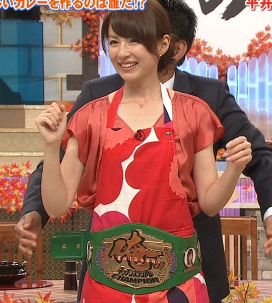 【放送事故画像】じんわり染みになっちゃった脇の汗がテレビに映っちゃった女性達www 12