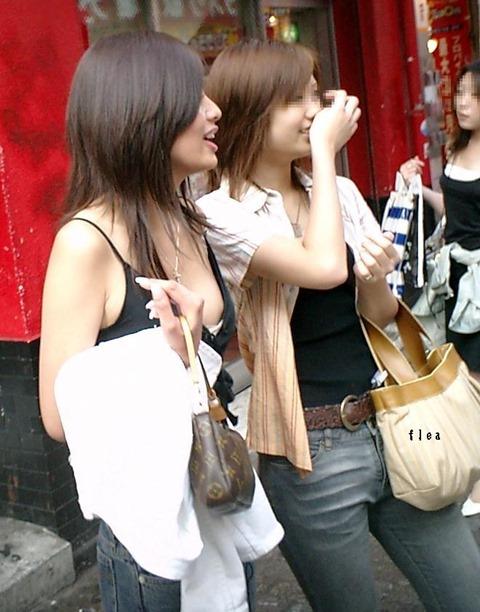 【ポロリ画像】日本人と外人どっちの乳首ポロリが好きですか?ww 10