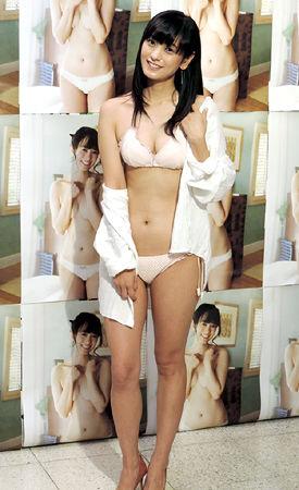 【放送事故画像】夏の思い出といえばやっぱり水着美女達?ww 24