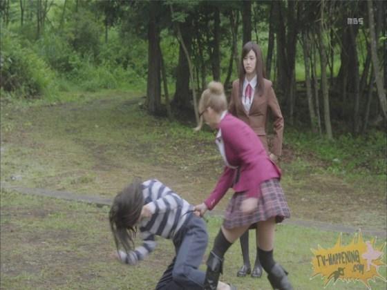 【お宝エロ画像】監獄学園第3話!脱衣シーンで女の下着姿映りまくりww 24