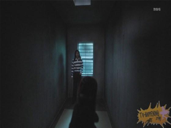 【お宝エロ画像】監獄学園第3話!脱衣シーンで女の下着姿映りまくりww 30