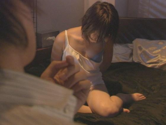 【放送事故画像】ドラマのエロシーンって下着は勿論乳首まで普通に出すよなwww 09