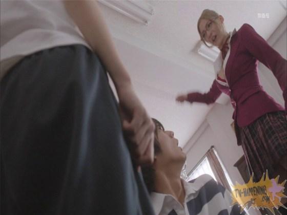 【お宝エロ画像】監獄学園第4話!まさか、脱衣からの聖水シーンまでやっちゃう!? 07