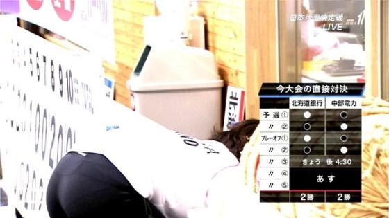 【放送事故画像】女のお尻ばっかり追いかけてるカメラマンがナイスアングルでお尻を映してくれたwww 24