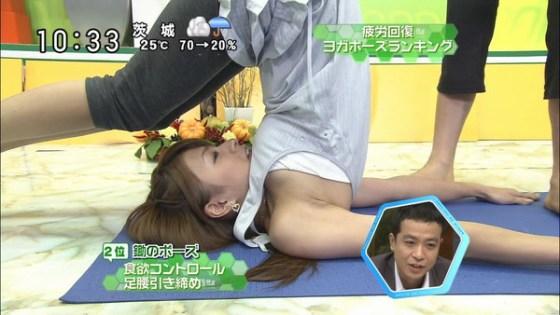 【放送事故画像】ヨガとかストレッチやってる女がエロい体制で誘惑してるとしか思えないwww 08