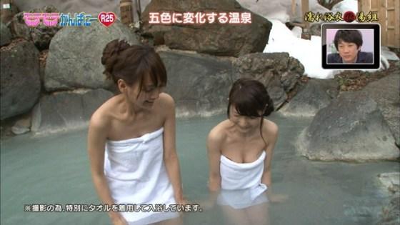 【放送事故画像】濡れた体と一枚のバスタオルがエロく見える、温泉美人たちww 23
