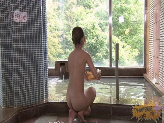 【お宝エロ画像】「温泉に行こう」に出てたギャルがお尻に日焼け跡くっきりでまじエロいんですけどww 25