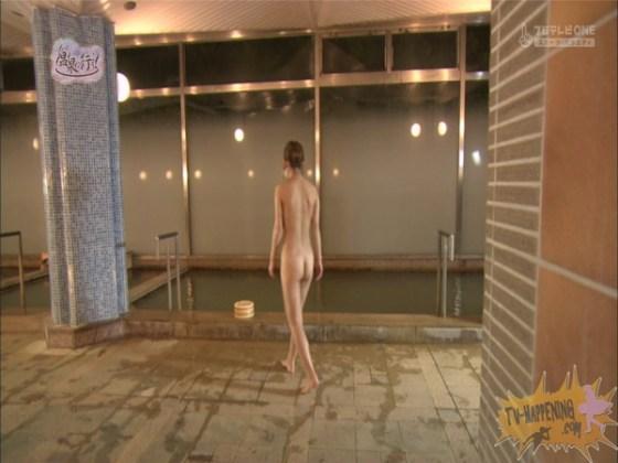 【お宝エロ画像】「温泉に行こう」に出てたギャルがお尻に日焼け跡くっきりでまじエロいんですけどww 37