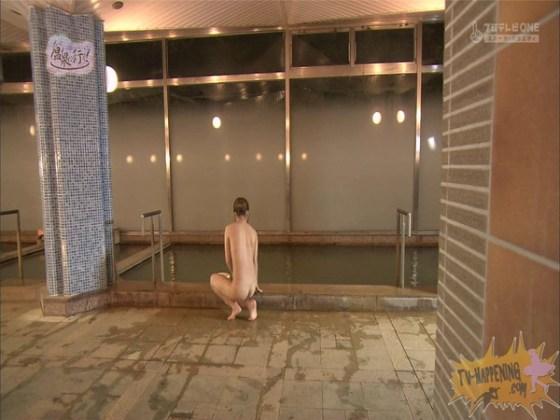 【お宝エロ画像】「温泉に行こう」に出てたギャルがお尻に日焼け跡くっきりでまじエロいんですけどww 38