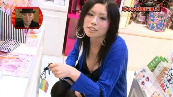 【放送事故画像】素人がアイドル顔負けのオッパイさらけ出してテレビに映ってたwww 15