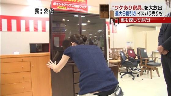 【放送事故画像】お股広げすぎで奥の方に何かが見えてるんだが、これはパンツか?ww 02