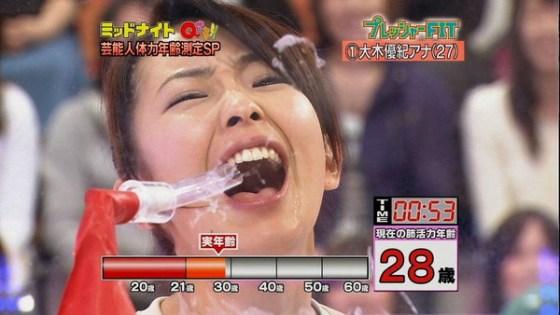【疑似フェラ画像】この女達テレビなのに完全にフェラしてる所思いながら食べてるよな!! 23