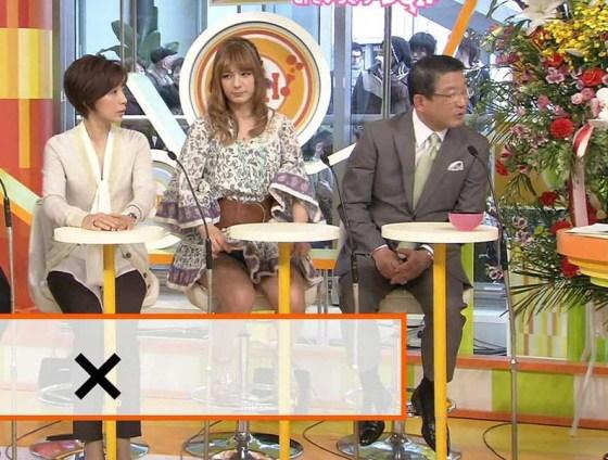 【放送事故画像】テレビでパンツ見えてようが別に平気な女達www 19