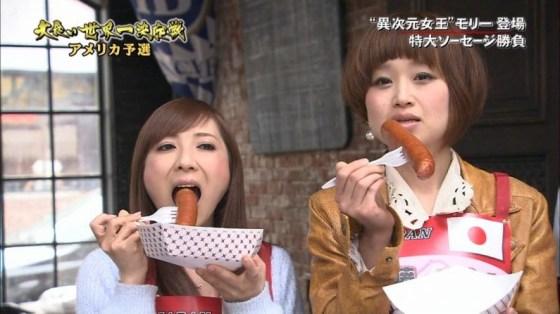 【放送事故画像】この女達は完全に狙ってこんな食べ方してるんだろうなww