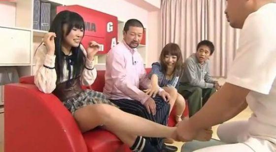 【放送事故画像】臭そうな足がテレビに映ってるんだけどちょっと臭ってみたくないか?ww 24