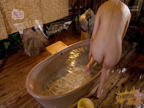 【お宝エロ画像】もっと温泉に行こうでゆっくりと服を脱いでいく姿に興奮しない?ww 12