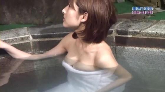 【放送事故画像】温泉レポでいつもバスタオルから半分オッパイ出すんでしょうか?www 14