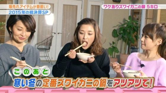 【疑似フェラ画像】こんなエロい食べ方してたら思わずチンコ反応しちゃわない?www 05