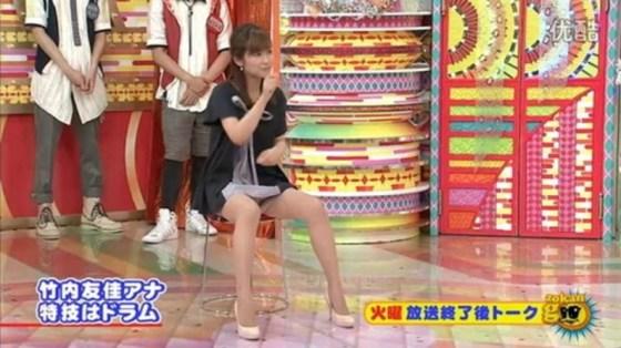 【放送事故パンチラ画像】そんな短いスカート履いてたらほらぁ・・・www 24
