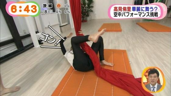【放送事故画像】思いっきりバックから挿入したくなるような尻がテレビに映ってるんだがwww 18