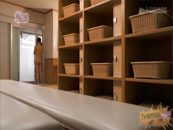 【お宝エロ画像】お尻フェチにはたまらない番組「温泉に行こう!」で今日も美女のお尻がドアップで映るww 60