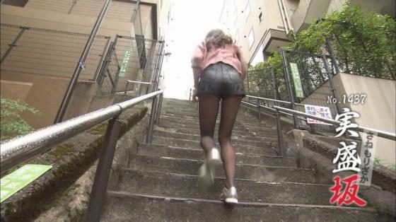 【放送事故画像】露出された太ももがエロい!しかもパンツまで見えそうだww 09