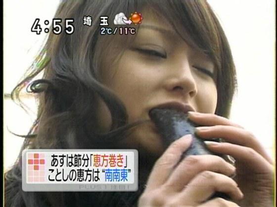 【擬似フェラ画像】テレビで女達が太くて長い物を咥えてるぞwww 13